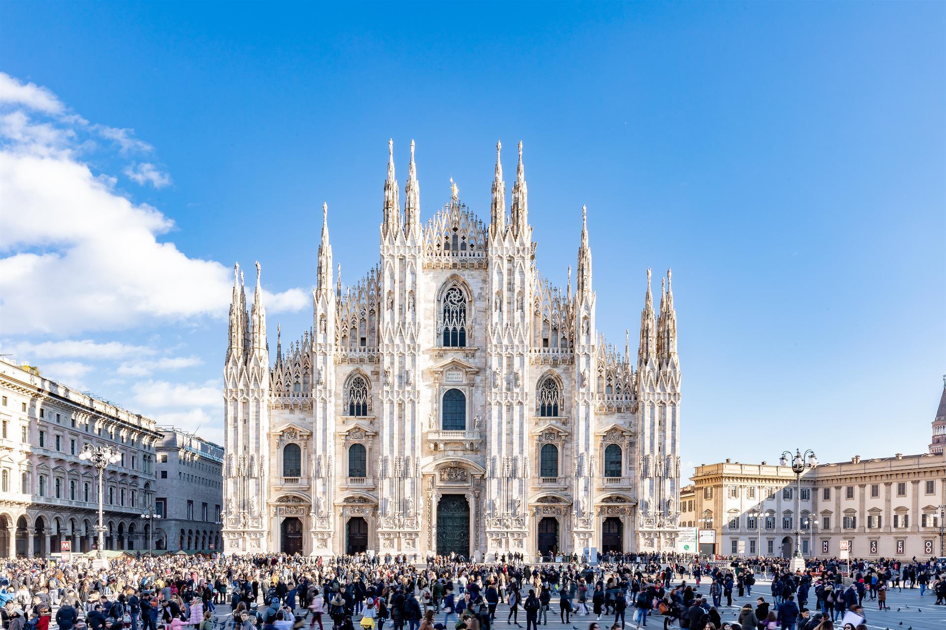 FS 2018 Dec7 Duomo Facade Piazza 02