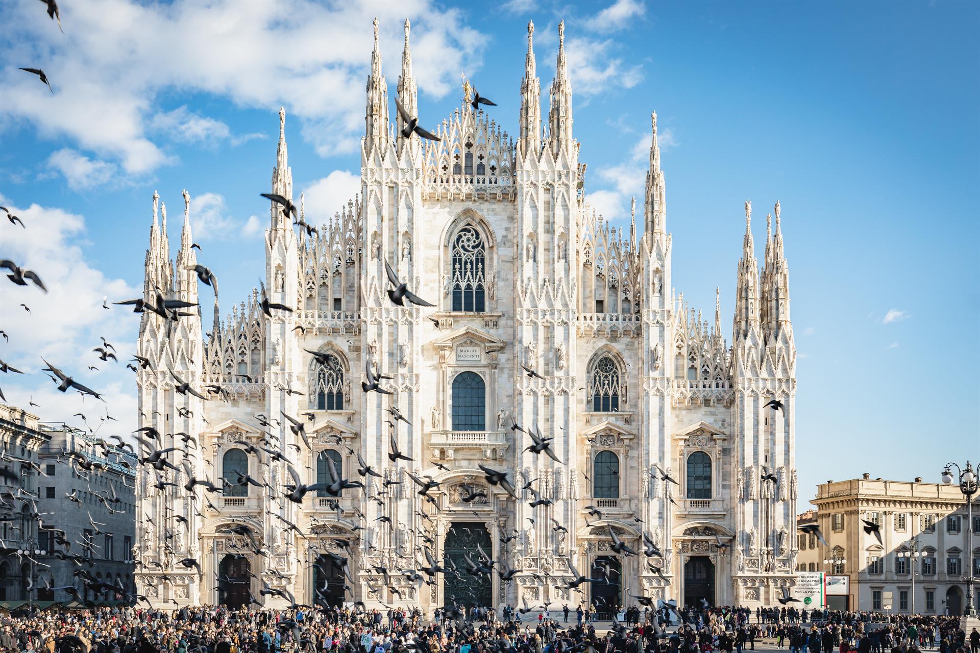 FS 2018 Dec7 Duomo Facadebirds Piazza 01