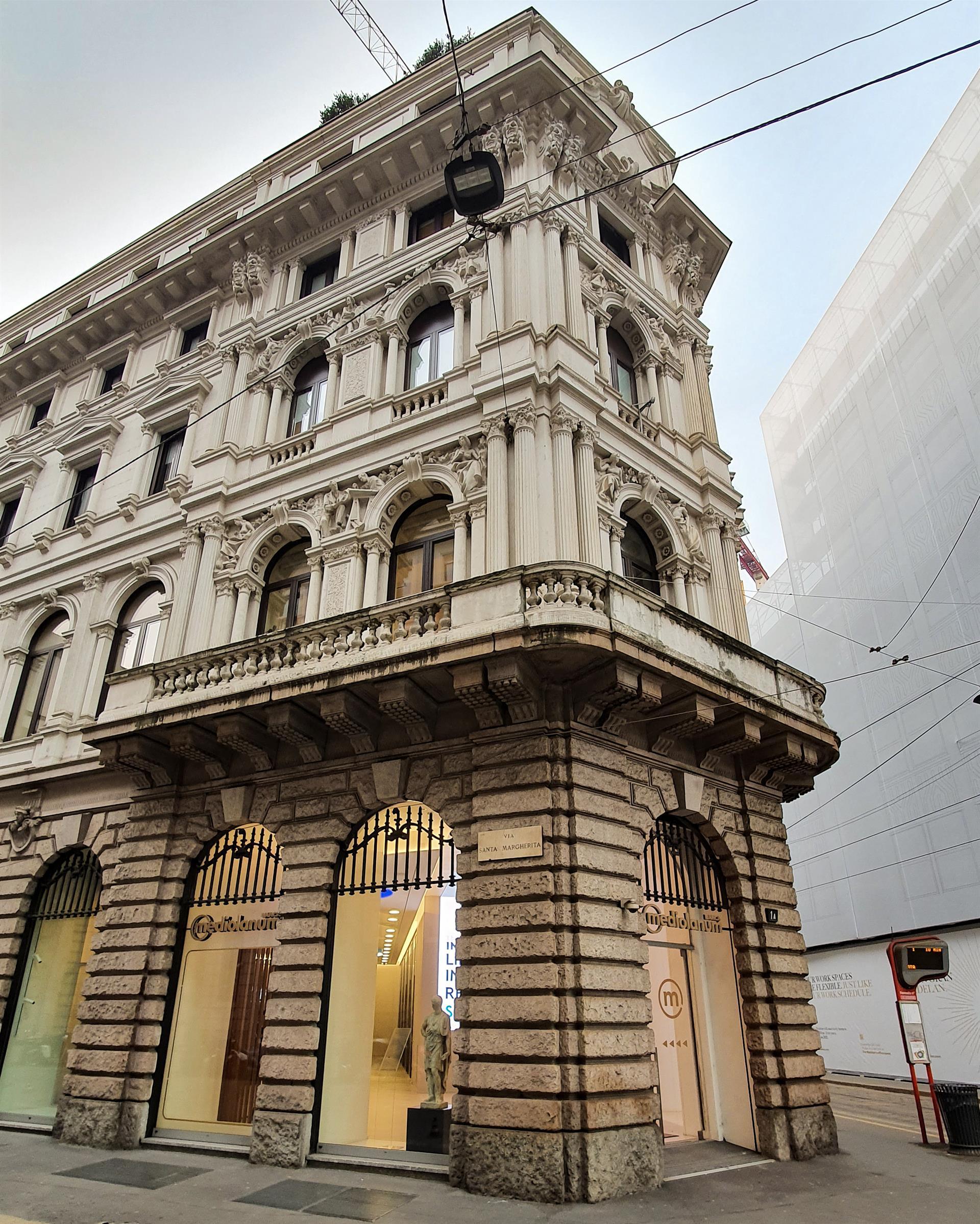 Adotta Una Statua Banca Mediolanum 2
