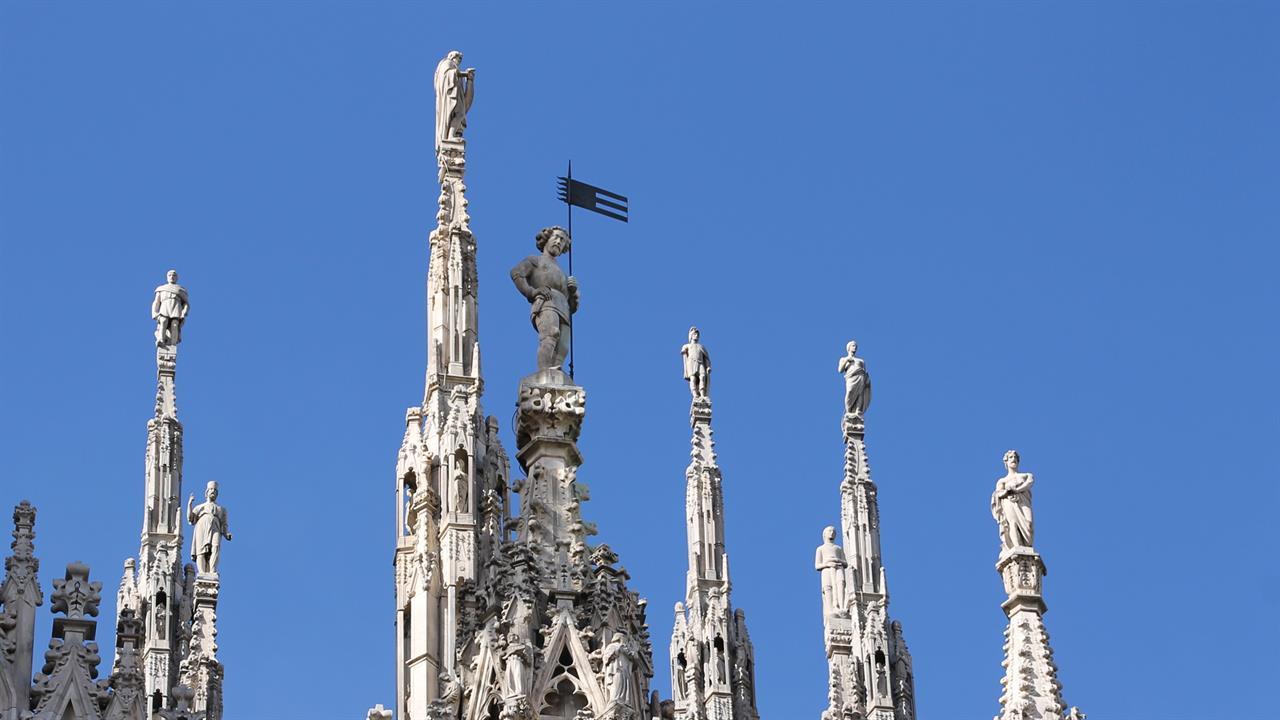 Duomo milano adotta una guglia