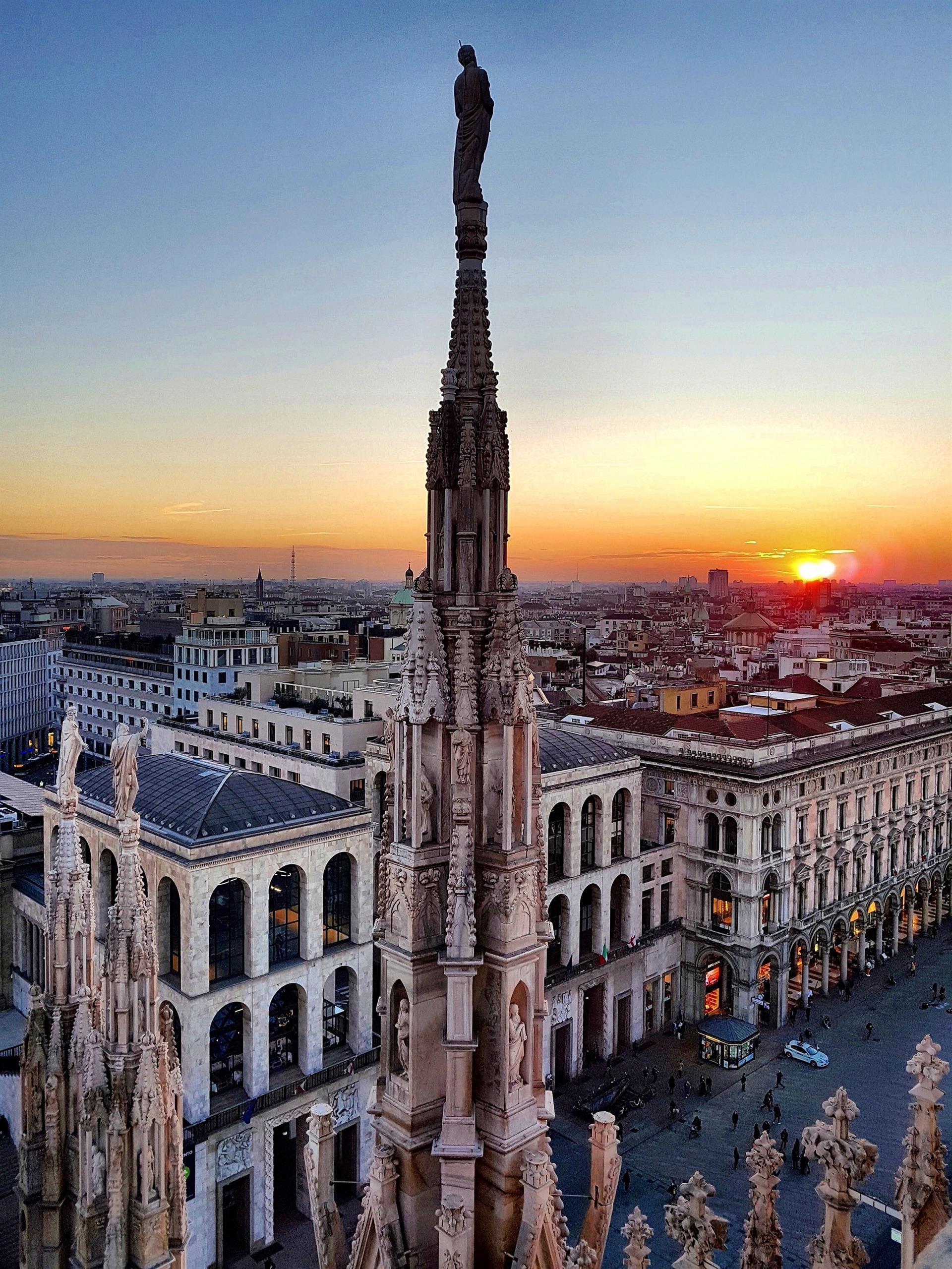 Veneranda Fabbrica Del Duomo Di Milano Tramonto Tra Le Guglie
