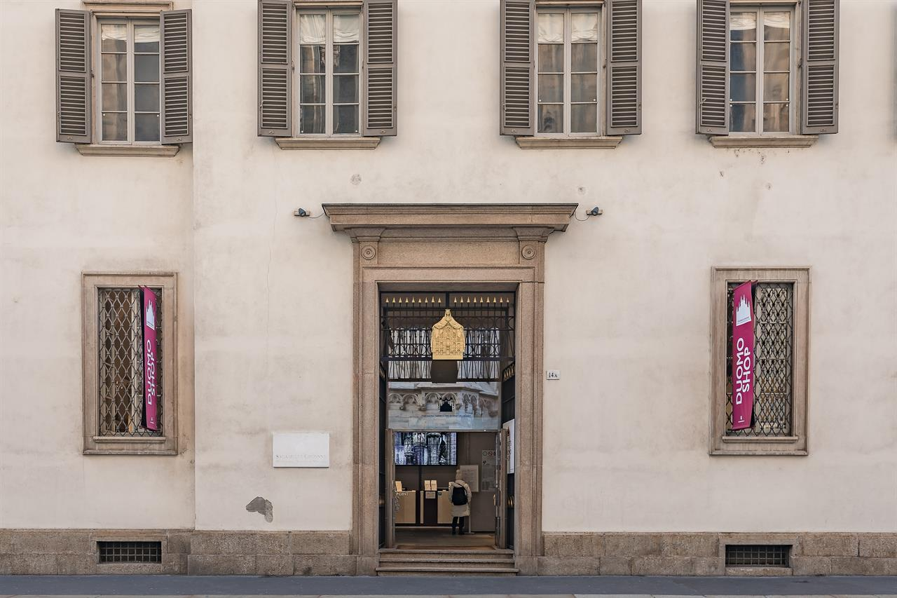 FS 2018 Dec7 Duomo Shopentrance 01